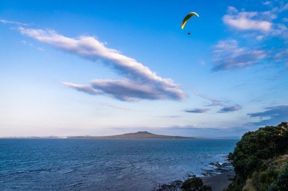 Parapenting, Kennedy Park, Castor Bay, Auckland, New Zealand, Copyright Chris Gregory 2012