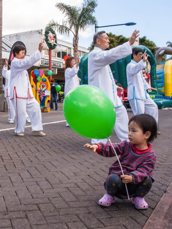 Green Balloon, Takapuna Christmas Market 2009, Copyright Chris Gregory 2013